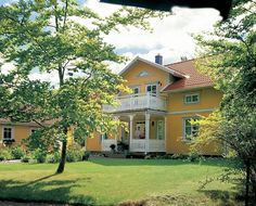 Gult hus. Veranda. I think Swedish