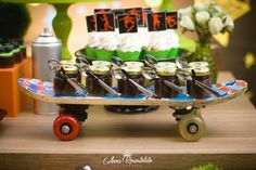 Seu filho gosta de skate??Olha como ficou linda esta Festa Skate!!Imagens Elaine Jardim.Lindas ideias e muita inspiração.Bjs, Fabíola Teles. Mais...