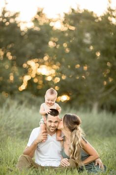 spring family pictures 5 Rules to to Make Sure You LOVE Your Fall Family Pictures Spring Family Pictures, Summer Family Pictures, Family Photos With Baby, Outdoor Family Photos, Family Christmas Pictures, Family Pics, Rustic Family Pictures, Couple With Baby, Extended Family Photos