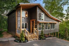 Tiny House Cabin, Cabin Homes, Tree House Homes, Tiny Cabin Plans, Cabins In The Woods, House In The Woods, Mountain Homes, Mountain Home Exterior, Tiny House Exterior