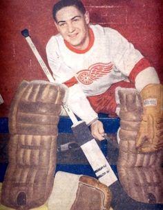 Terry Sawchuk early 50s Women's Hockey, Hockey Games, Hockey Players, Red Wings Hockey, Detroit History, Goalie Mask, Vancouver Canucks, Nfl Fans, National Hockey League