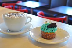 Cookie-monster cupcakes
