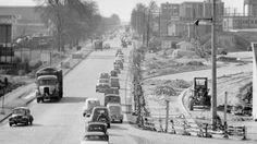 «De toutes les routes de France, d'Europe Celle que j'préfère est celle qui… Paris Metro, Beautiful Roads, Peugeot, Belle Epoque, Travel Posters, Old Cars, Provence, Vintage Cars, Wander