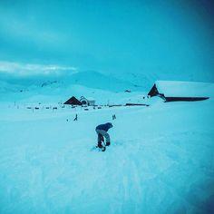 Fun in the snow of the Tannalp. ❄❄❄ . #latergram #snow #funinthesnow #avalanchetrainingcourse #Tannalp #melchseefrutt #verliebtindieschweiz #swissalps #swissmountains #switzerland_bestpix #switzerlandpictures #sachomberg #schweizeralpenclub #freezingcold
