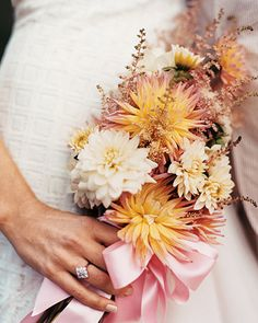 I love the simpleness of this bouquet for a fall wedding.