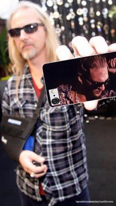 Jerry Cantrell, Alice in Chains, with late friend and bandmate Layne Staley on his cell phone. Touching and sweet.  Just want to hug him.