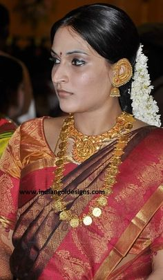 Checkout beautiful south indian bride in designer bridal jewellery. gold kundan bridal necklace paired with gold long haar and matching earrings and maang tika Indian Jewellery Design, Latest Jewellery, Jewelry Design, Bridal Necklace, Bridal Jewelry, Kaasu Mala, South Indian Bride, India Jewelry, Neck Piece