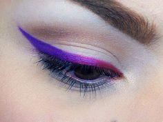 Aprenda a fazer delineador colorido em casa Eyeliner Make-up, Eyeshadow Makeup, Make Beauty, Beauty Makeup, Basic Makeup, Colorful Eye Makeup, Glamorous Makeup, Makeup Techniques, Makeup Goals