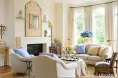 Living room of Jane Moore -long standing designer and antiques importer; this room will appear on Veranda magazine cover. French Decor, French Country Decorating, French Interior, Jane Moore, Living Room Decor, Living Spaces, Living Rooms, Decor Room, Living Area