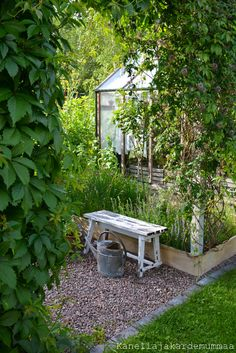 Affordable And Effective Cottage Garden Designing Methods For Your Home Your home is your world, and much like the world around us, looks are important. Cottage Garden Plan, Lake Garden, Veg Garden, Garden Paths, Vegetable Gardening, Unique Cottages, Natural Garden, Garden Planning, Garden Furniture