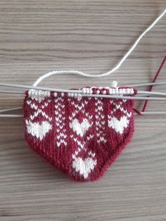 Knitting Needles, Knitting Socks, Fall Socks, Baby Vest, Knitted Slippers, Baby Knitting Patterns, Mittens, Knitwear, Diy And Crafts
