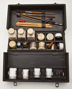Vintage mortician make up kit