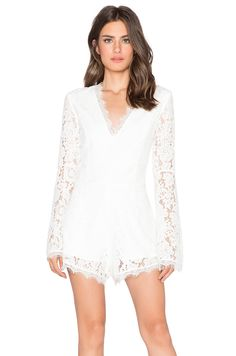 OMG I can't wait till I get this romper. I hope I got the right size. I normally wear xs/s so I went for s this time. Fingers crossed.... Well it turns out it fits... yay! I didn't like the sleeves though. They were too wide, so I made them smaller. I'm not a big fan of flared sleeves.