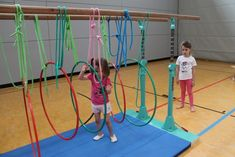 Shortly before the big holidays, the gymnastic tigers and Fit and Funkids are still . Kids Gym, Kids Sports, Pe Games, Autism Activities, Baby Gym, Gross Motor Skills, Health Promotion, Early Childhood Education, Occupational Therapy
