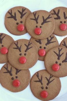 Modern and Creative Christmas Tree Ideas ⋆ Oceanfront - reindeer decorated christmas cookies - Creative Christmas Trees, Christmas Sweets, Christmas Cooking, Christmas Goodies, Christmas Crafts, Christmas Decorations, Xmas, Noel Christmas, Reindeer Cookies