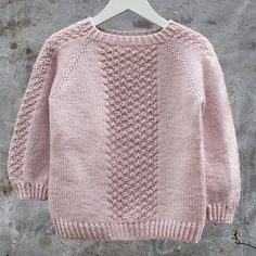 Image of Perlestykke oppefra og ned Raglansweater Str.Perlestykke pattern by PixenDk Find our dictionary translating Danish to Norsk, Svenska, English and Deutsch HEREBrowse all products in the Barn 1 - 10 År category from PixenDk. Kids Knitting Patterns, Baby Cardigan Knitting Pattern, Knitted Baby Cardigan, Knit Baby Sweaters, Knitting For Kids, Girls Sweaters, Free Knitting, Baby Patterns, Crochet Baby
