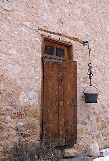 Wonderful stone, door, drainage system into the bucket.