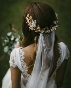 We have collected wedding makeup ideas based on the wedding fashion week. Look through our gallery of wedding hairstyles 2019 to be in trend! Wedding Hair Flowers, Wedding Veils, Boho Wedding Dress, Flowers In Hair, Wedding Bride, Wedding Dresses, Wedding Ideas, Wedding Planning, Hair Wedding