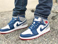 "Air Jordan 1 Mid ""True Blue"""