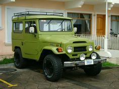 1971 TOYOTA FJ40 LandCruiser 4x4  Staight 6: Six in-line Petrol Engine.  Tires: 31x10.5 R15 M/T