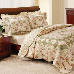 Make your bed feel cozier with this Greenland Home Fashions Bliss three-piece quilt set. This cotton quilt set features a traditional floral pattern that adds instant warmth to your bedroom decor. Pre