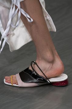 Fyodor Golan Spring 2018 Fashion Show Details, Runway, Womenswear Collections at TheImpression.com - Fashion news, street style, models, accessories