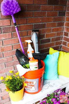 10 Cleaning Tips for Outdoors: How to clean the garage door, the grill, the trash can and more!