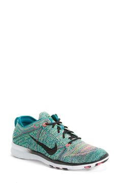 Cute new sneakers are always nice for a little extra gym motivation. Loving these emerald and pink Nike Frees.