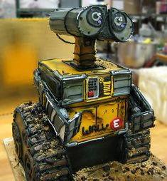 I wish I were talented enough to make this amazing of a Wall-E cake, or most of the ones on this site....