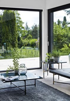 Calm interiors with large windows. Calm interiors with large windows Huge Windows, Modern Windows, Windows And Doors, Black Windows, Modern Window Design, Corner Windows, Interior Architecture, Interior And Exterior, Interior Design
