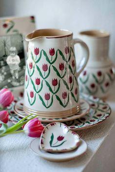Nicholas Mosse Pottery Irish Pottery, Cornishware, Pink Tulips, Mid Century Decor, Pottery Making, Objects, Ireland, Tableware, Carving