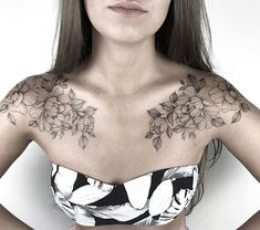 43 wunderschöne Blumentattoos für Frauen – Tatowierungen 43 beautiful flower tattoos for women Flowers are popular tattoo designs for women. There are so many different types of flowers to choose from with an infinite range of colors. N … trend tattoos Tattoos For Women Flowers, Beautiful Flower Tattoos, Chest Tattoos For Women, Shoulder Tattoos For Women, Tattoo Women, Front Shoulder Tattoos, Beautiful Flowers, Tattoo Girls, Girl Tattoos