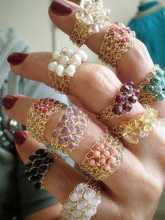 wire crochet rings,my mother use to make rings something like this Wire Jewelry, Jewelry Crafts, Beaded Jewelry, Jewelery, Handmade Jewelry, Handmade Rings, Wire Bracelets, Crochet Jewellery, Jewelry Tray