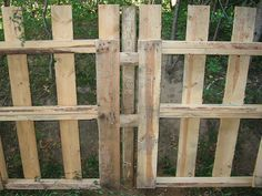 Pallet Fencing... goodbye dogs in the garden