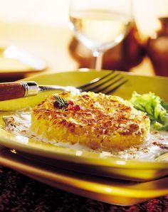 Cuisine de Savoie : gratin de polenta  La Polenta est une farine de maïs qui se présente sous forme de galette ou de bouillie agrémentée souvent de Beaufort et/ou de sauce tomate. On peut la consommer froide ou réchauffée avec du beurre ou du lait. On peut l'acheter précuite, nature ou déjà préparée avec des champignons, du lard, des tomates, des oignons…