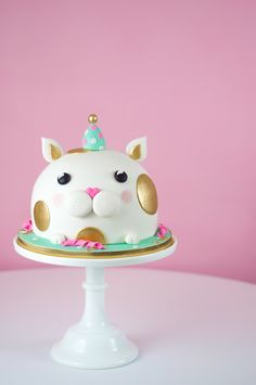 White cat in a party hat fondant birthday cake