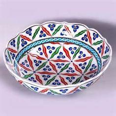 iznik pottery - Bing Resimler Kitchenware, Tableware, Glazed Tiles, Turkish Tiles, Decorative Bowls, Glass Art, Porcelain, Design, Jars