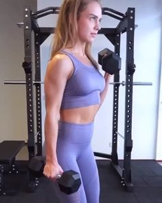 with the alternating dumbbell curls. Working that upper body and … with the alternating dumbbell curls. Working that upper body and getting those gains! Workout Dvds, Workout Videos, Calisthenics Workout, Kickboxing Workout, Gym Video, Back And Biceps, Workout Challenge, Female Athletes, Easy Workouts