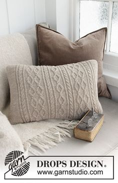 Morgan's daughter pillow / DROPS - free knitting patterns by DROPS design - Cushions