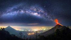 Foto: Albert Dros/Caters) Vulcano Fuego in Guatemala by night.