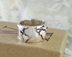 World Map Wide Band Ring in Sterling Silver , World Traveler Jewelry, Wanderlust Ring, World Map Ring, World Ring, Globe Ring
