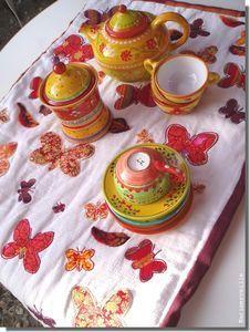 l'heure du thé , côté roulotte  - ©Marimerveille- Plaid aux papillons (broderie, appliqués et incrustations de laine cardée)