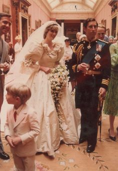 Princess Diana and Prince Charles : Newly released wedding photos of 1981 royal wedding Prince Charles Wedding, Charles And Diana Wedding, Princess Diana Wedding, Prince Charles And Diana, Prince And Princess, Princess Of Wales, Princess Diana Photos, Princess Anne, Prince Harry