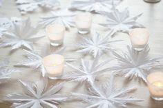 Tee itse talven kauneimmat paperiset lumikiteet | Kodin Kuvalehti Tea Lights, Easy Diy, Candles, Table Decorations, Christmas, Crafts, Stars, Home Decor, Yule
