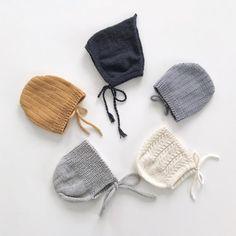 Ingen stor hemmelighet at jeg er glad i luestrikk. #pixielue fra @sandnesgarn, #birkelue og #lettlitenlue fra @strikkezilla, og #minstenkyse fra @klompelompe. #luestrikk #kysestrikk #kysesyken #babystrikk #barnestrikk #guttestrikk #jentestrikk #knitsforkids #kidsfashion #strikking #strikk #strikkeinspo #strikkeinspirasjon #knitting #knit #knittersofinstagram #knittedbonnet #knittetpixiehat #pixiehat #knitstagram