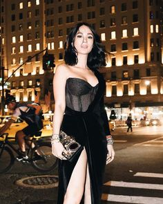Gentleman Boners is a true gentleman's club. Only the finest eye candy of the classiest nature can be found here. Heart Evangelista Style, Runway Fashion, High Fashion, Couture Fashion, Women's Fashion, Filipiniana Dress, Filipino Fashion, Fashion Clothes, Fashion Outfits