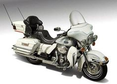 c1f3106d63aa1 Die-Cast Promotions 2012 Harley-Davidson FLHTCU Ultra Classic Electra Glide  in White Hot