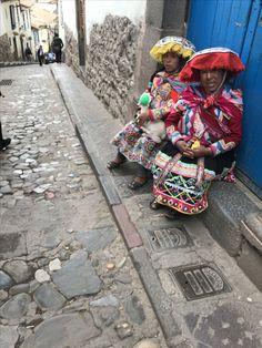 Peruvian women... Cusco streets