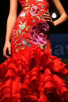 Flamenco dress: red ruffles and embroidery Spanish Dance, Spanish Dress, Spanish Style, Flamenco Costume, Flamenco Dancers, Red Costume, Fancy Costumes, Latin Dance Dresses, Flamenco Dresses