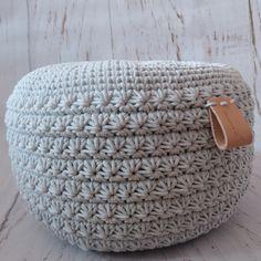 Návod na háčkovaný puf, taburet, bobek z bavlněných špagátů a bavlněných šňůr, návod na háčkovaný kobereček ze šňůr Crochet Pouf, Flower Aesthetic, Crochet For Beginners, Knitted Blankets, Home Accessories, Diy And Crafts, Carpet, Knitting, Outdoor Decor